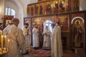 8 января митрополит Иосиф совершил богослужение в Троицком храме