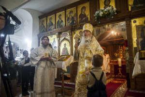 Митрополит вручил детям святочные подарки