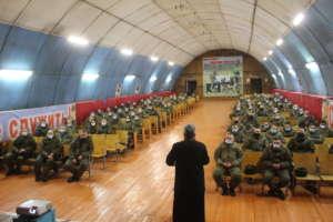 Священник рассказал военнослужащим оРождестве Христовом