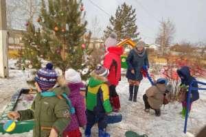 Натерритории храма вчесть Георгия Победоносца впреддверии Рождественских праздников состоялись зимние субботники