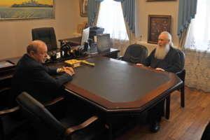 Встреча митрополита Иосифа с управляющим директором акционерного общества «Улан-Удэнский авиационный завод»