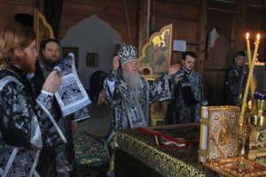 Литургию Преждеосвященных даров и панихиду совершил митрополит Иосиф в Троицком храме