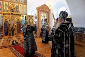 Митрополит Иосиф совершил в Свято-Одигитриевском соборе третью Пассию