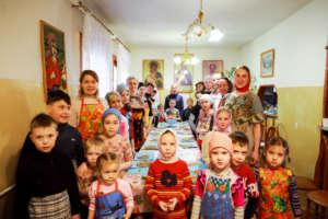 В храме Вознесения Господня провели семейный мастер-класс по выпеканию великопостного печенья
