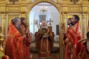 Пасхальное богослужение в Спасо-Преображенском Посольском мужском монастыре
