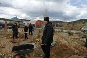 Прихожане Свято-Ильинского храма продолжают озеленение приходской территории