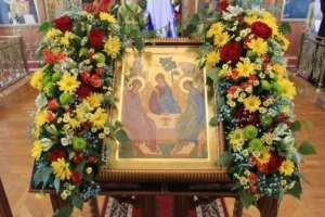 Православные верующие отметили день Святой Троицы, Пятидесятницы