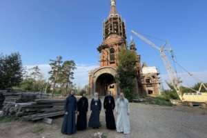 Архипастырь посетил строящиеся объекты епархии