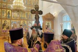 В Улан-Удэ были совершены богослужения праздника Крестовоздвижения