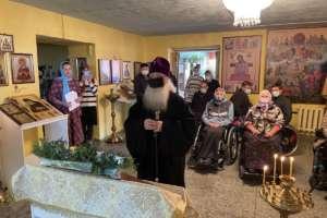 Митрополит Иосиф посетил жителей дома инвалидов-колясочников